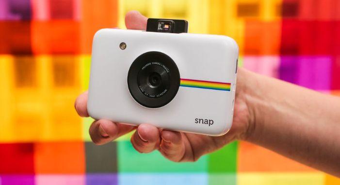 Un bel appareil photo Polaroid pour votre maman